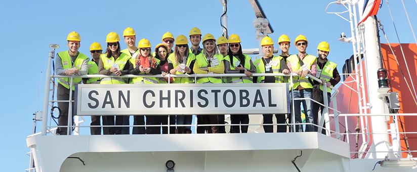 Visita e tour em navio cargueiro